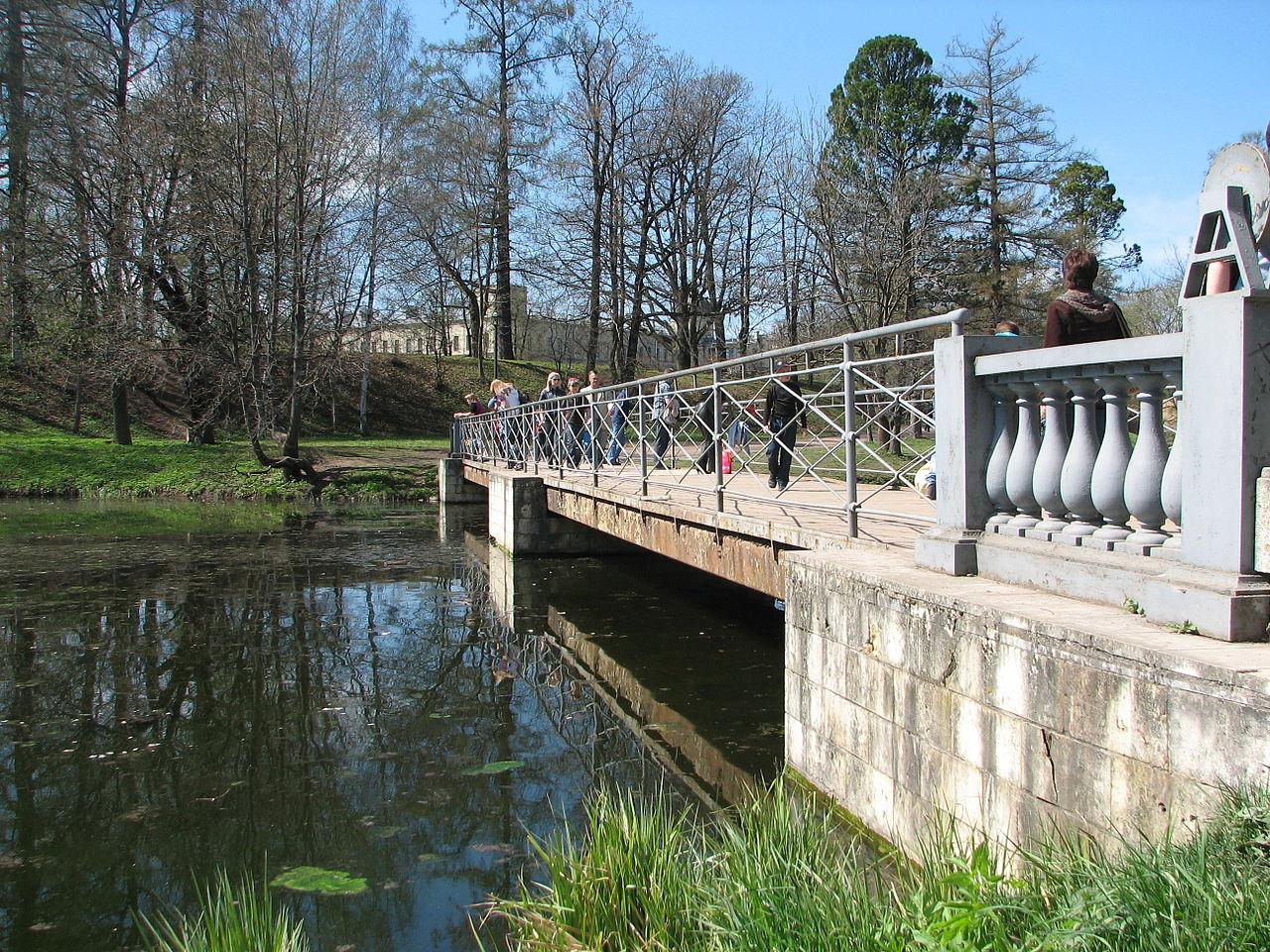 Дворцово-парковый ансамбль Гатчины, пешеходный мост