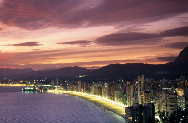 Закат солнца на небе Бенидорма.jpg