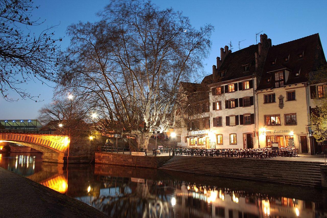 Квартал Маленькая Франция, вечер