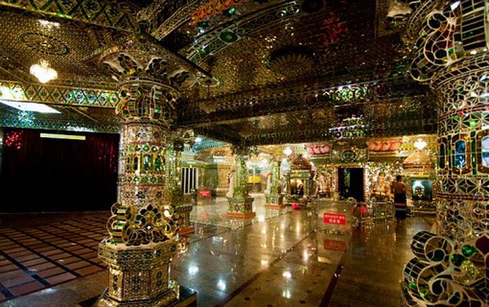 Стеклянный храм в Малайзии.jpg