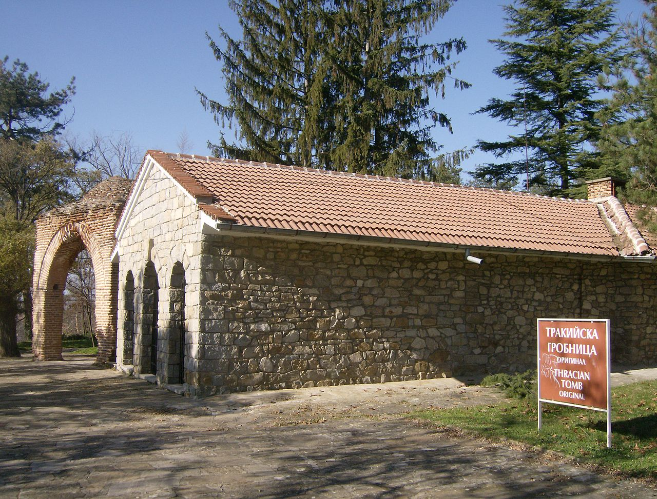 Фракийская гробница в Казанлыке, Болгария