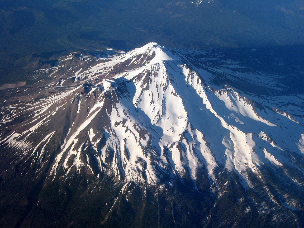 Гора Шаста, вид с воздуха