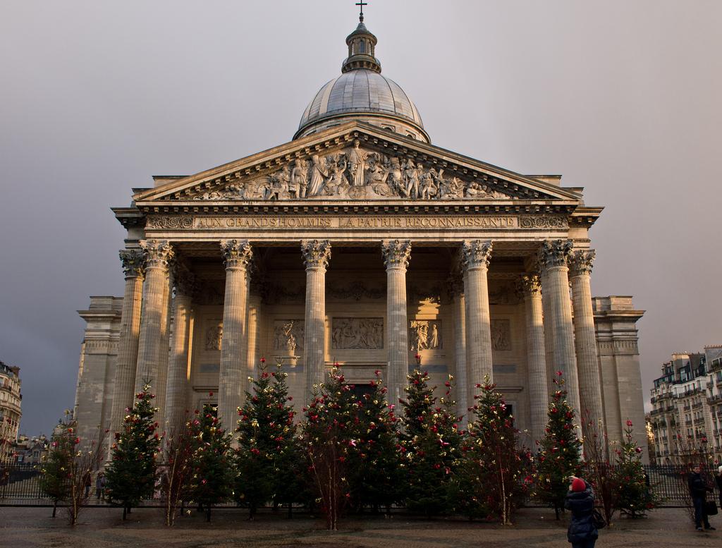Пантеон в Париже, декабрь