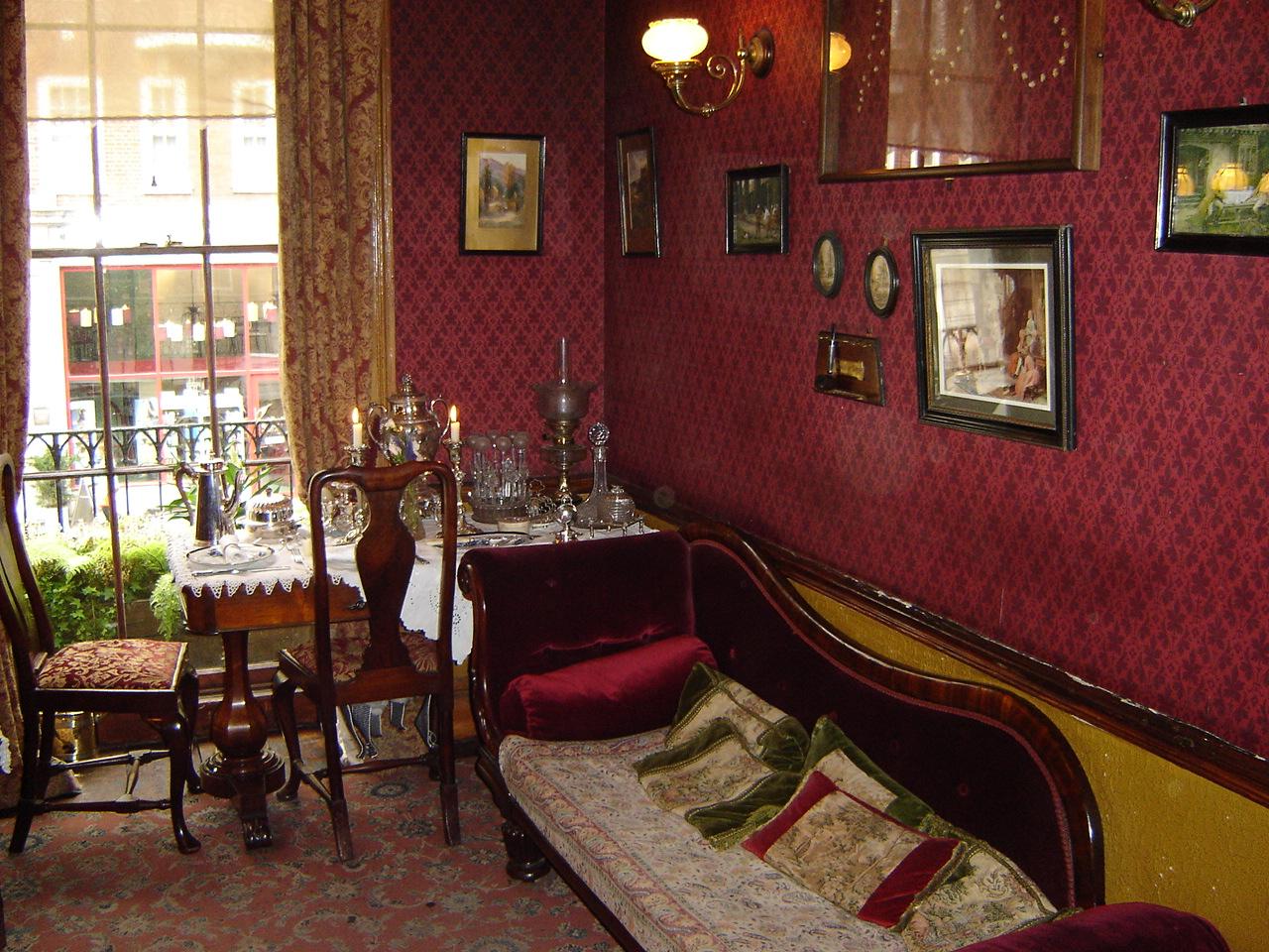 Музей Шерлока Холмса в Лондоне, гостиная на 2 этаже
