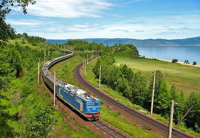 ЭП1-153 на берегу озера Байкал.jpg