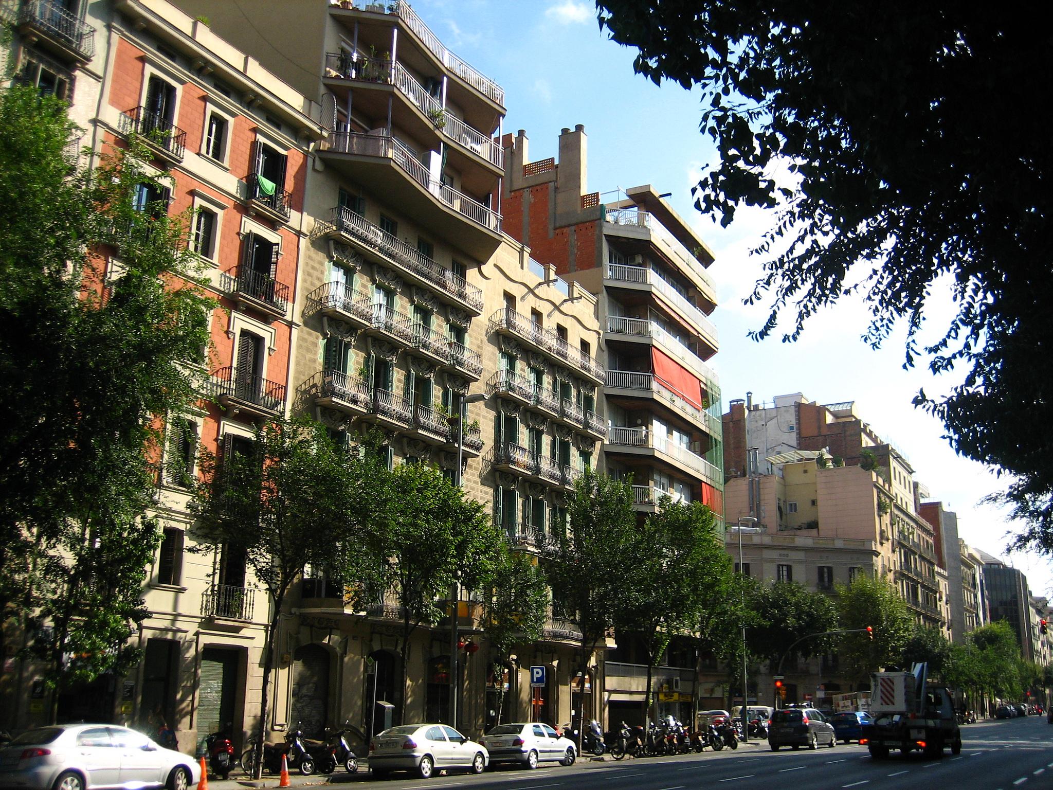 Барселона, типичная улица района Эшампле