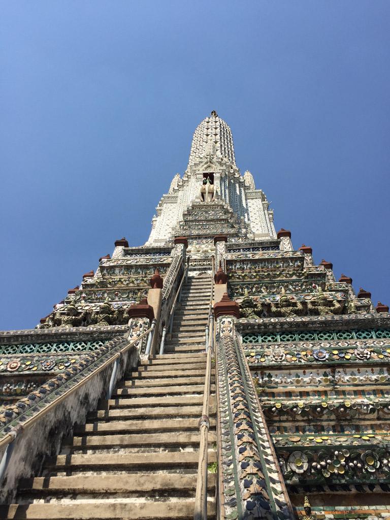 Вершина буддийского храма Ват Арун в Бангкоке
