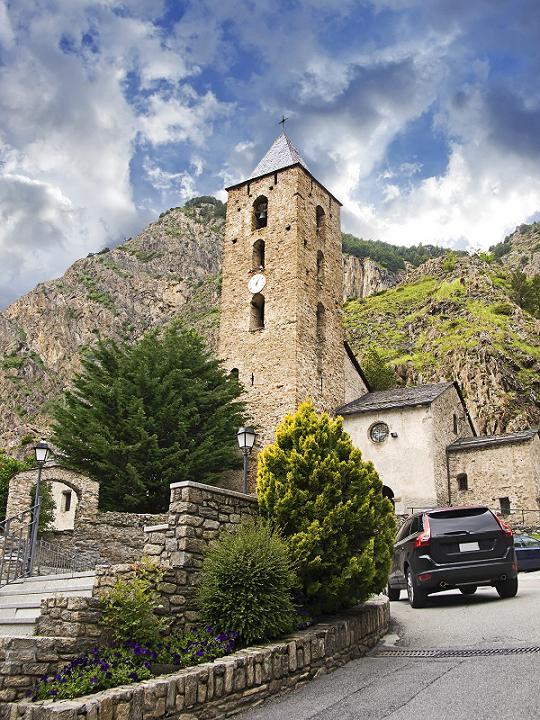 Маленькая античная церковь в Андорре.jpg