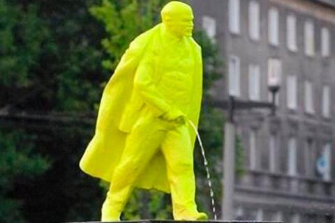 3 Писающий Ленин.jpg