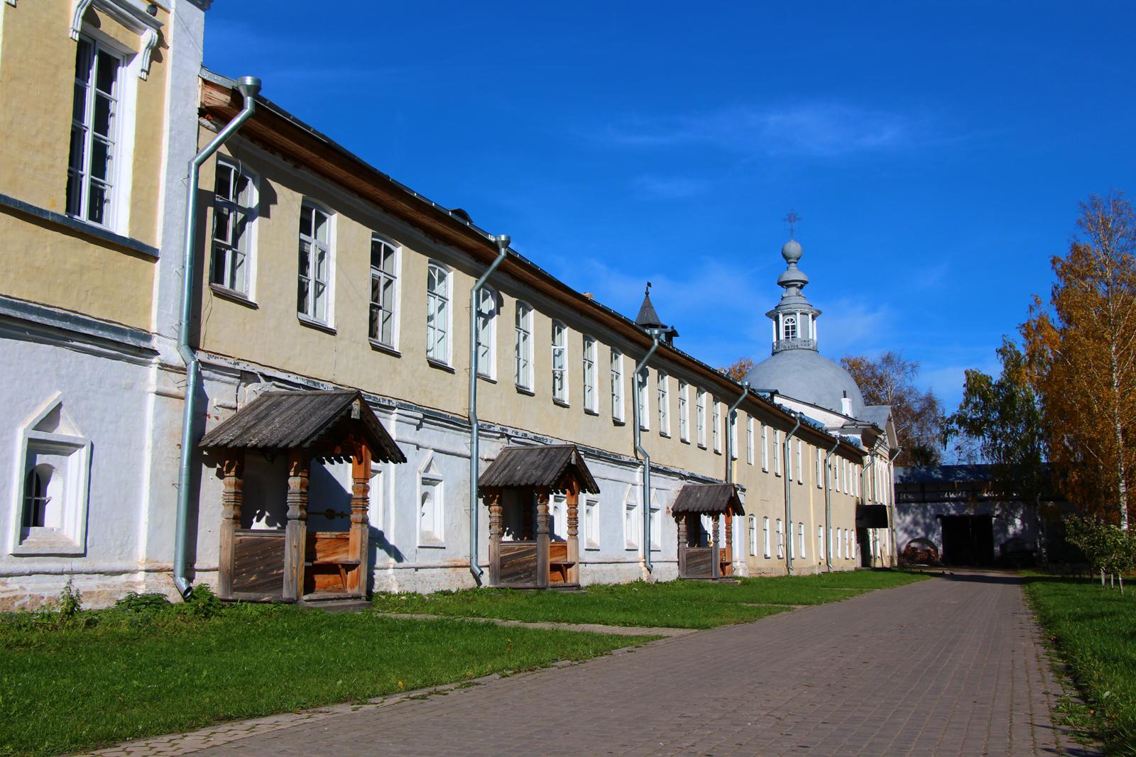 Больничный храм всех святых Спасо-Прилукского монастыря