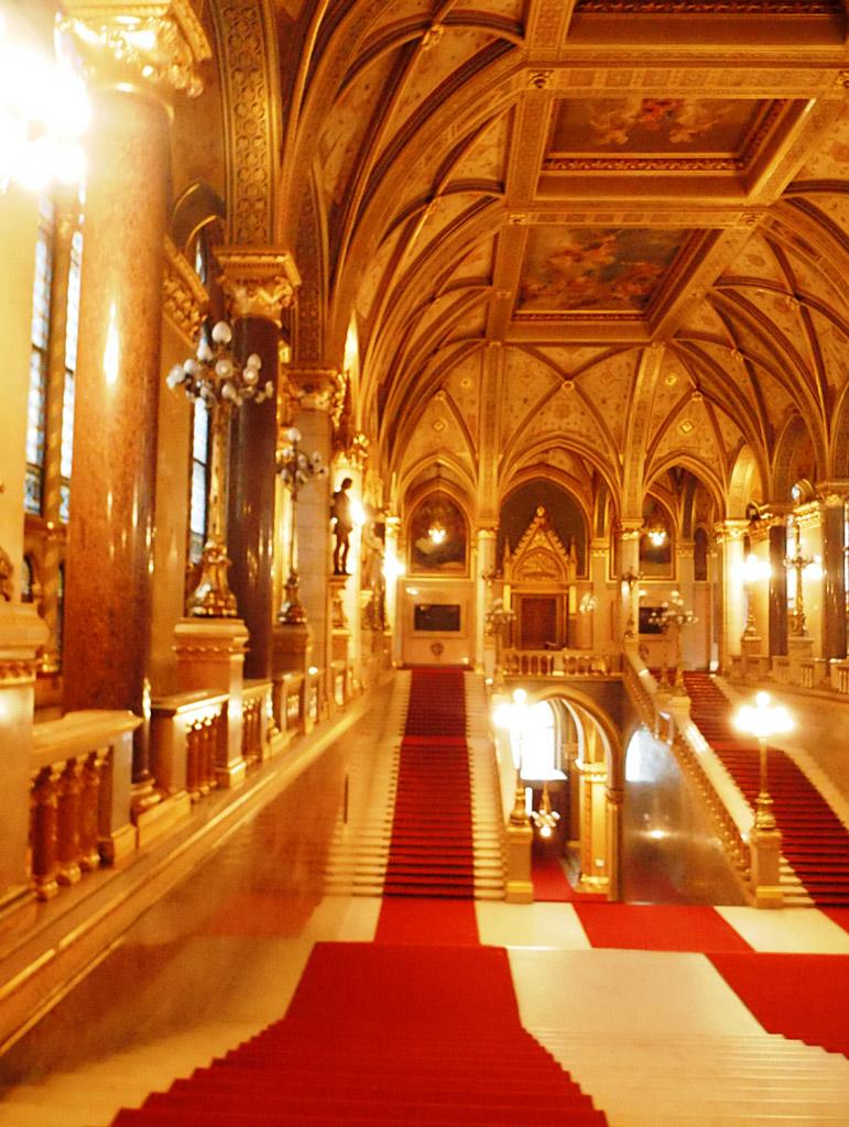 Лестницы в здании венгерского пардамента, Будапешт