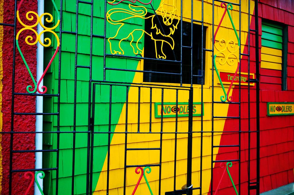 Музей Боба Марли, у входа