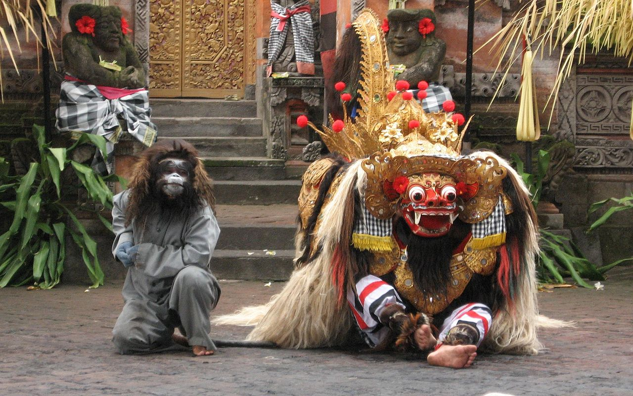 Танец Barong у храма Пура Пусех в Батубулане, Бали