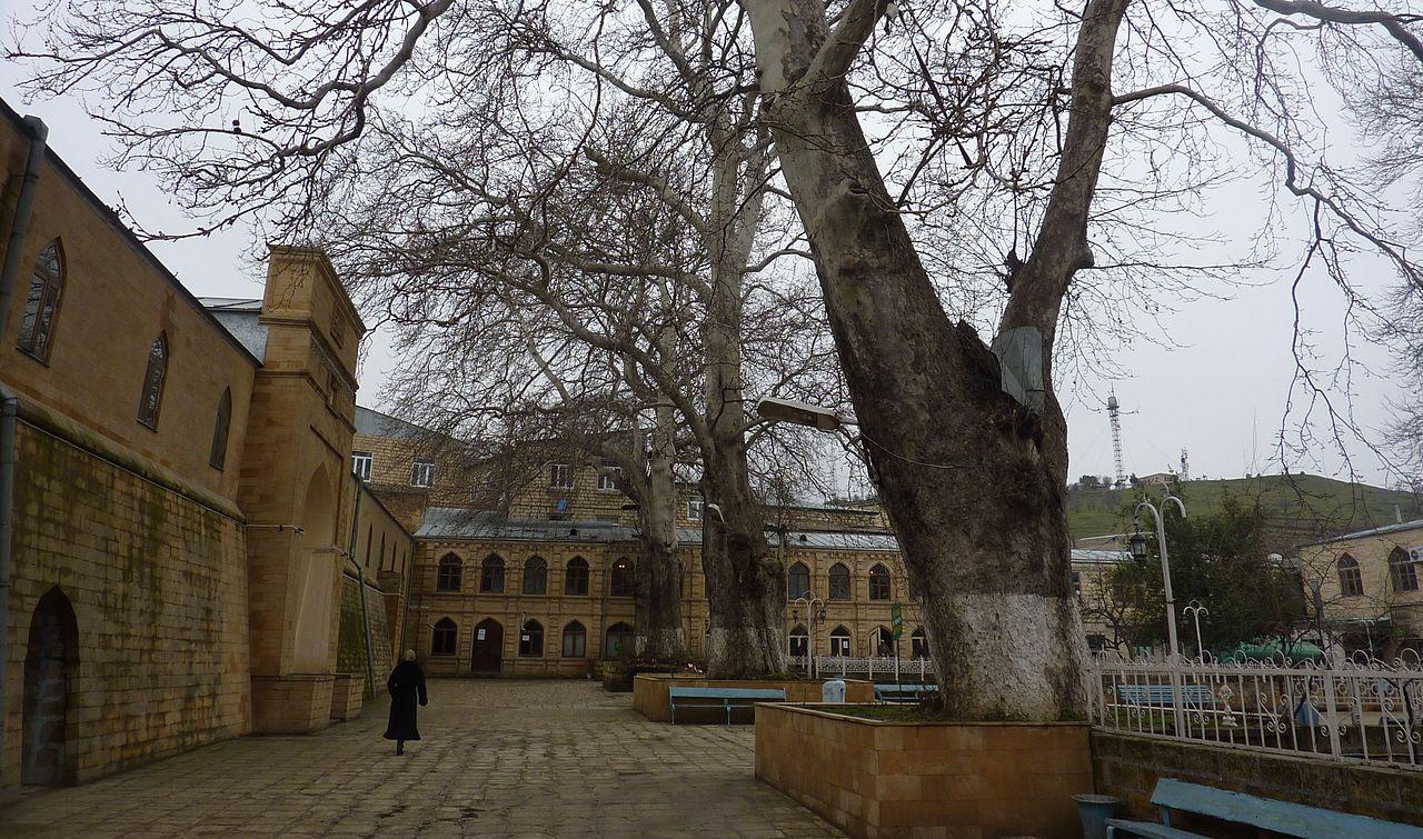 Двор Джума-мечети, Дербент