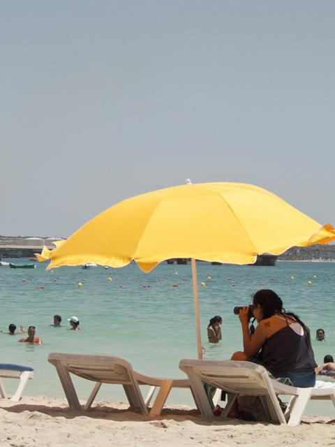 Пляж Притти Бэй (зонтик), Бирзеббуджа, Мальта.jpg