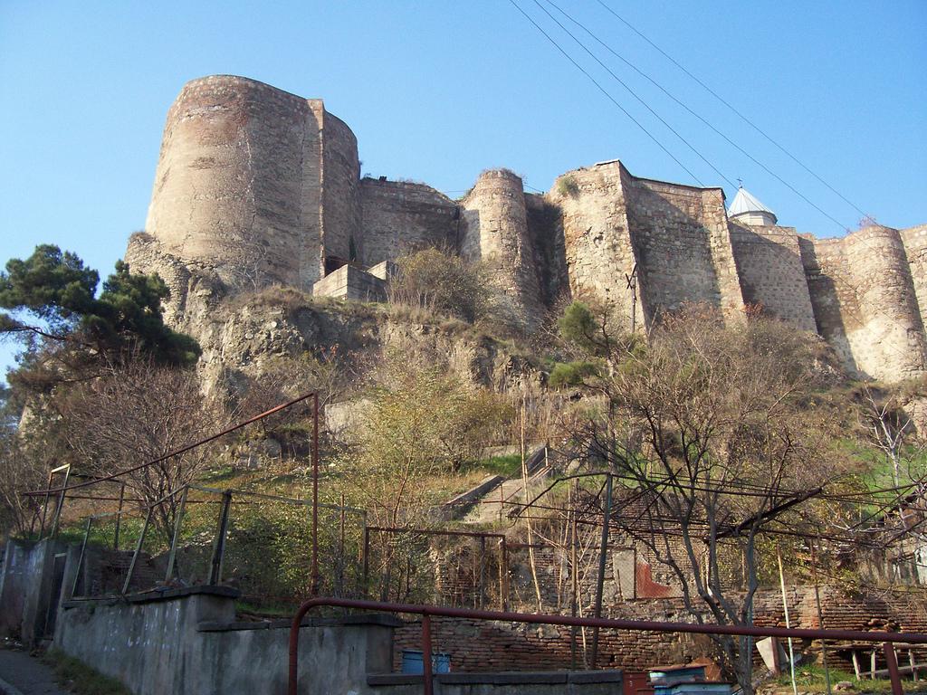 Стены крепости Нарикала, Тбилиси