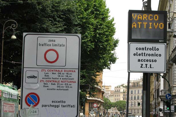 Знак парковки в Риме.jpg