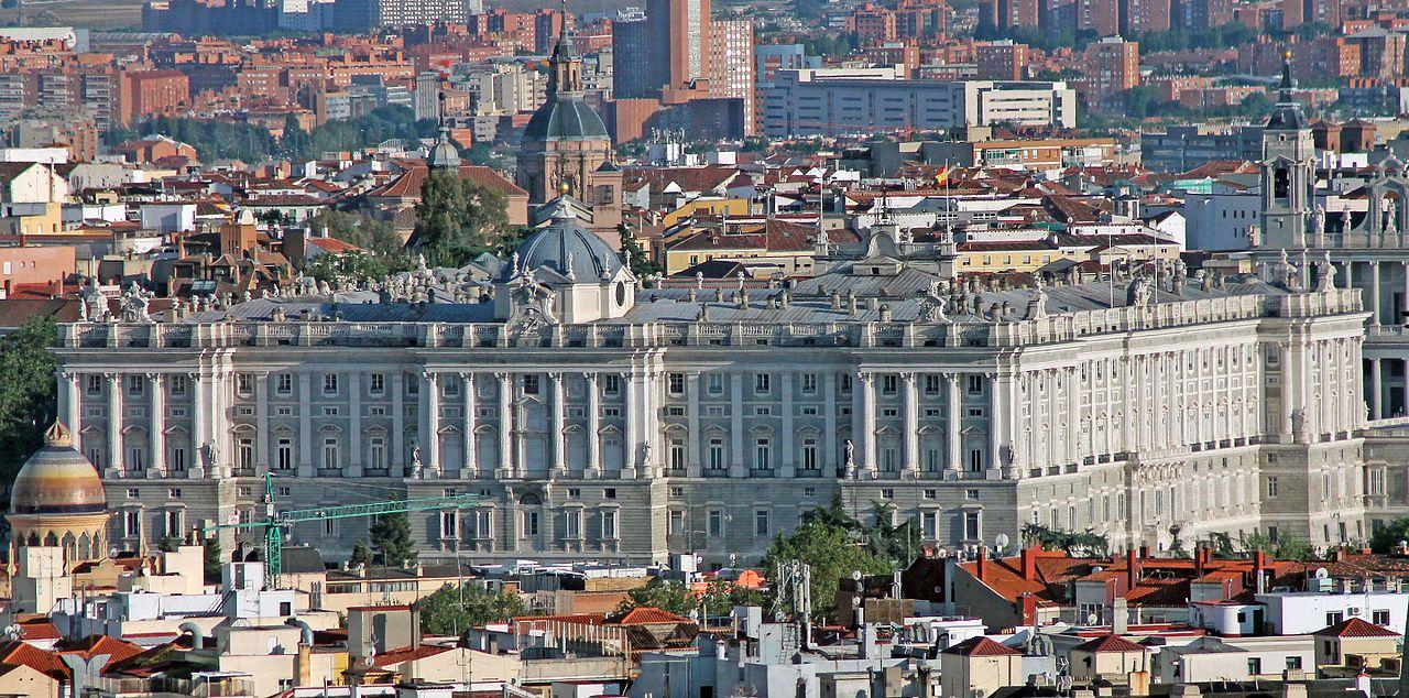 Королевский дворец в Мадриде, вид со смотровой площадки Faro de la Moncloa