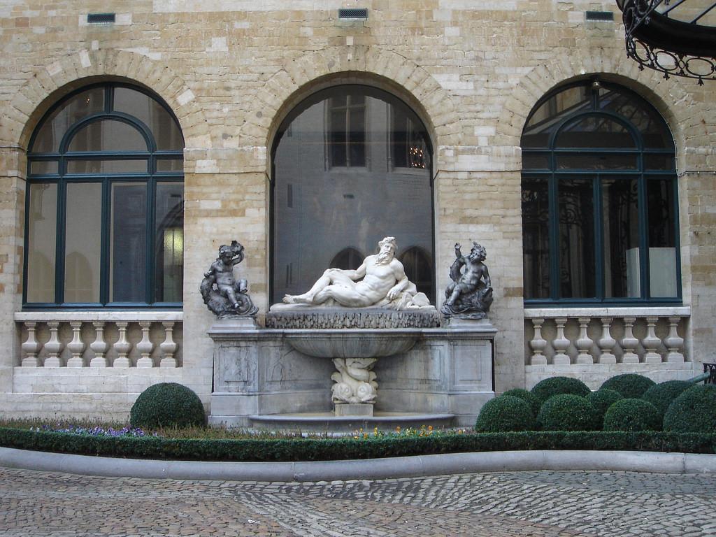 Скульптура на Гранд-Плас, Брюссель