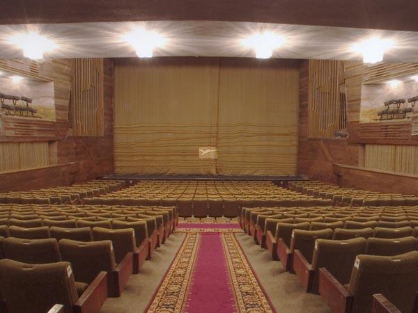 Зал МХАТа им. Горького, Москва