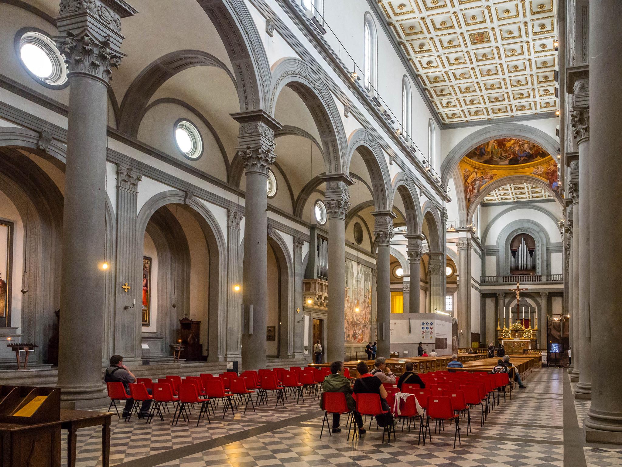 Неф базилики Сан-Лоренцо