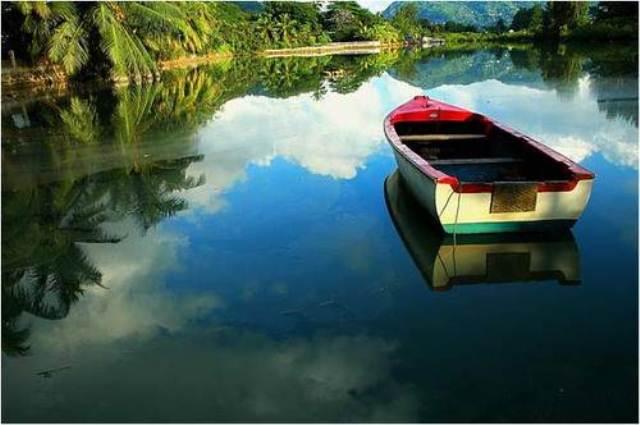 Чистая гладь воды, Виктория, Сейшельские острова