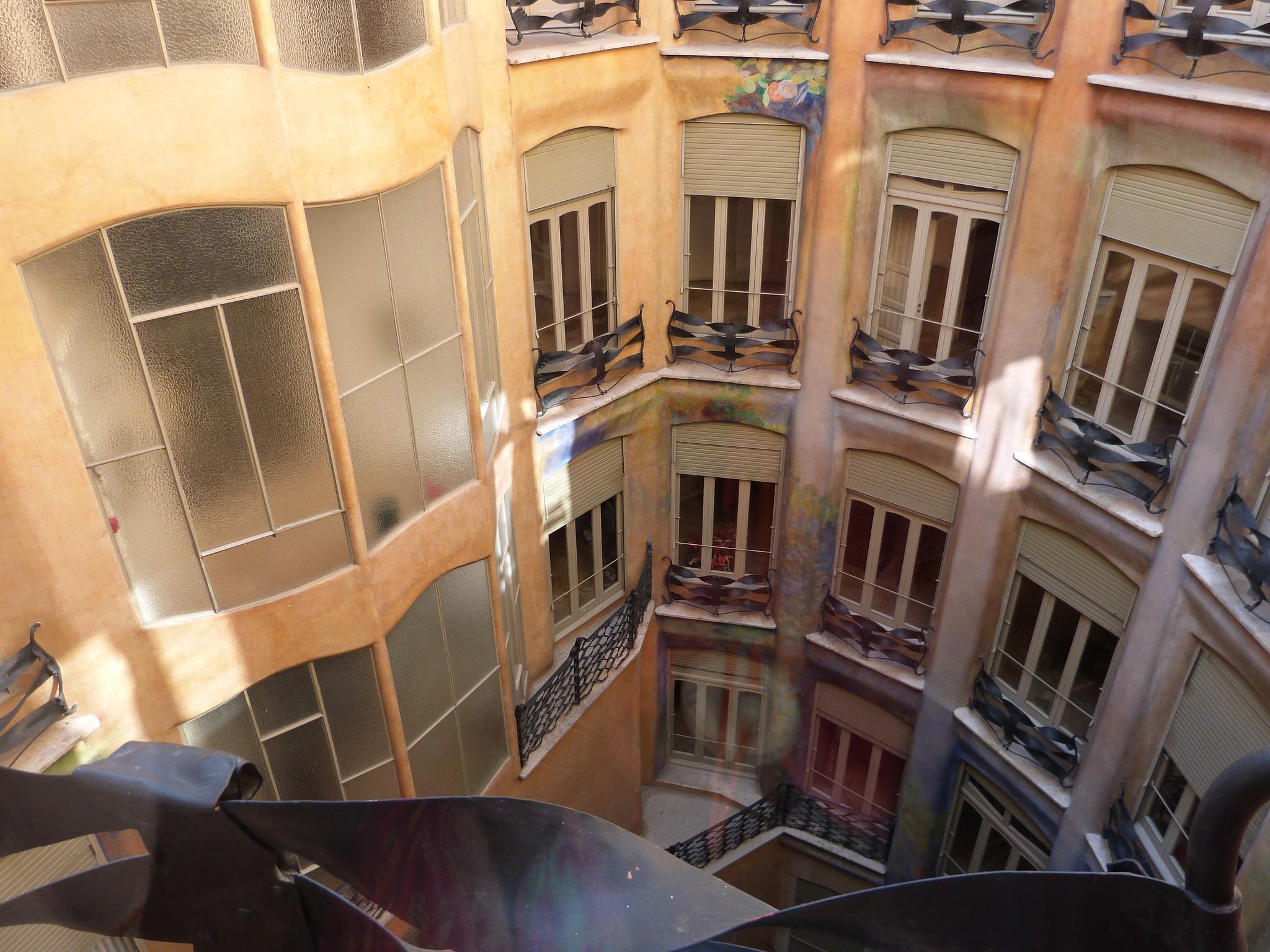 Внутренний дворик дома Милы, Барселона