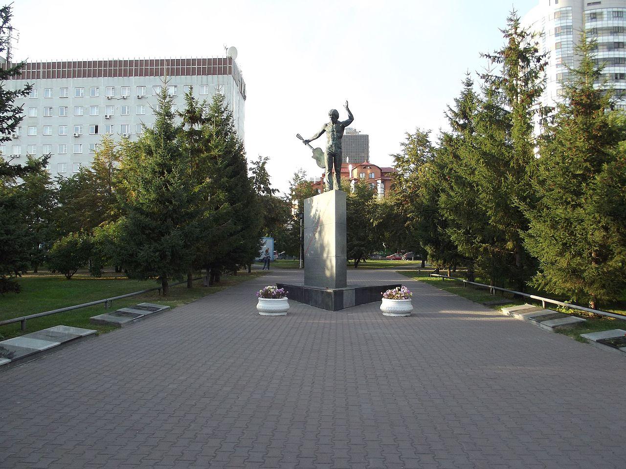 Памятник В. С. Высоцкому на Аллее бардов в Новосибирске
