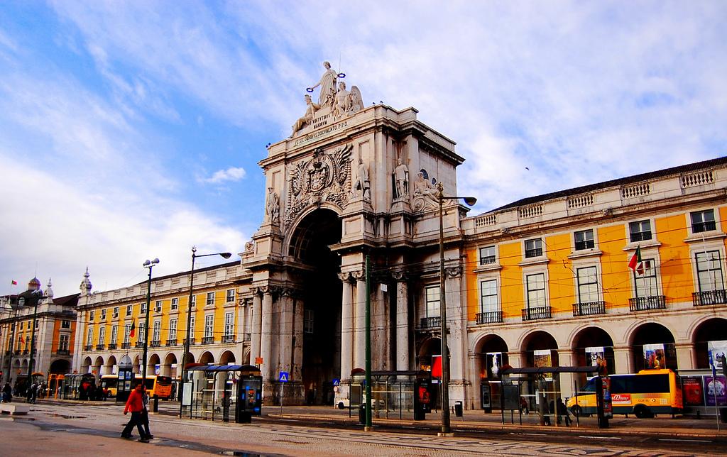 Арка на Торговой площади в Лиссабоне