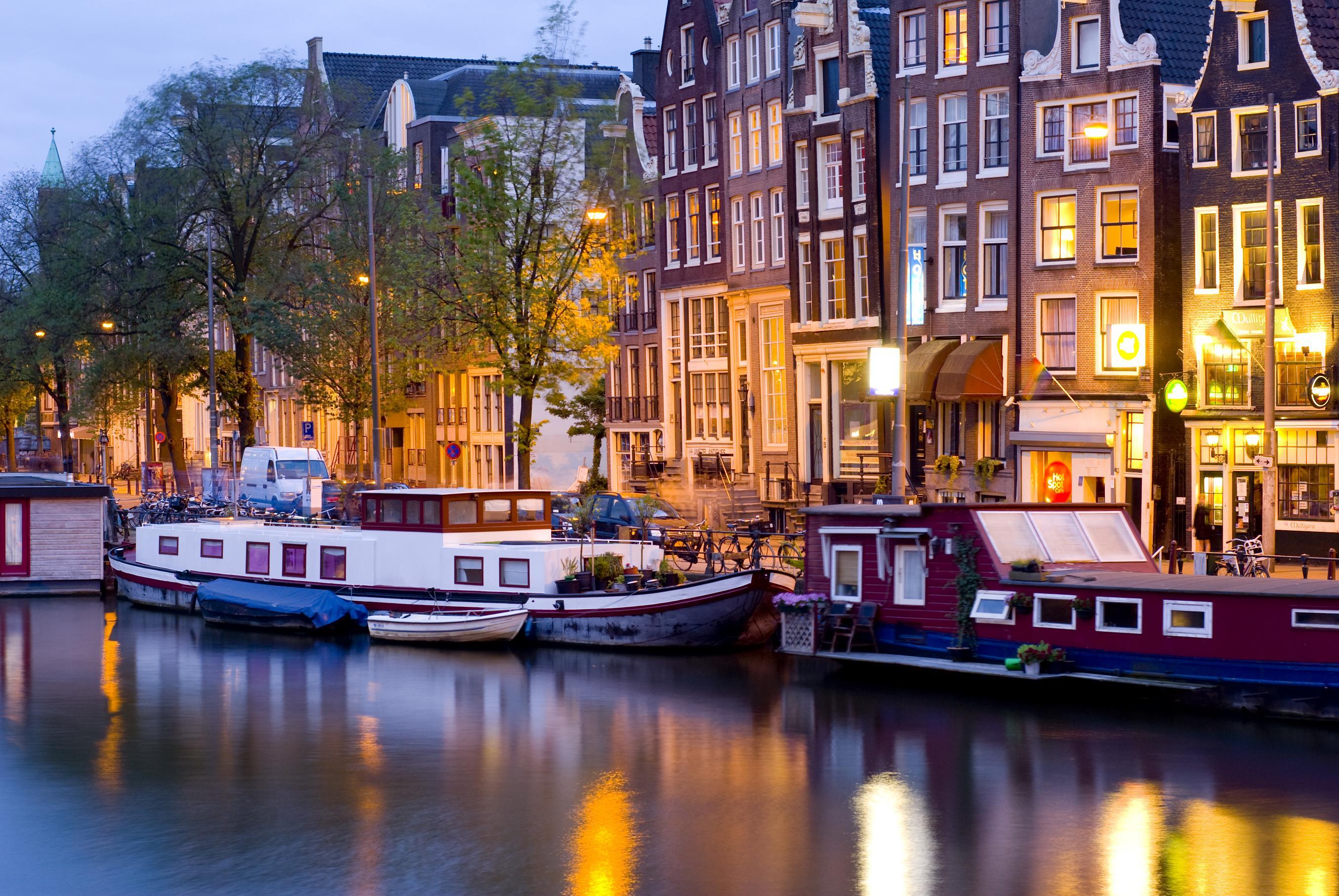 Док фил про ночной амстердам секса