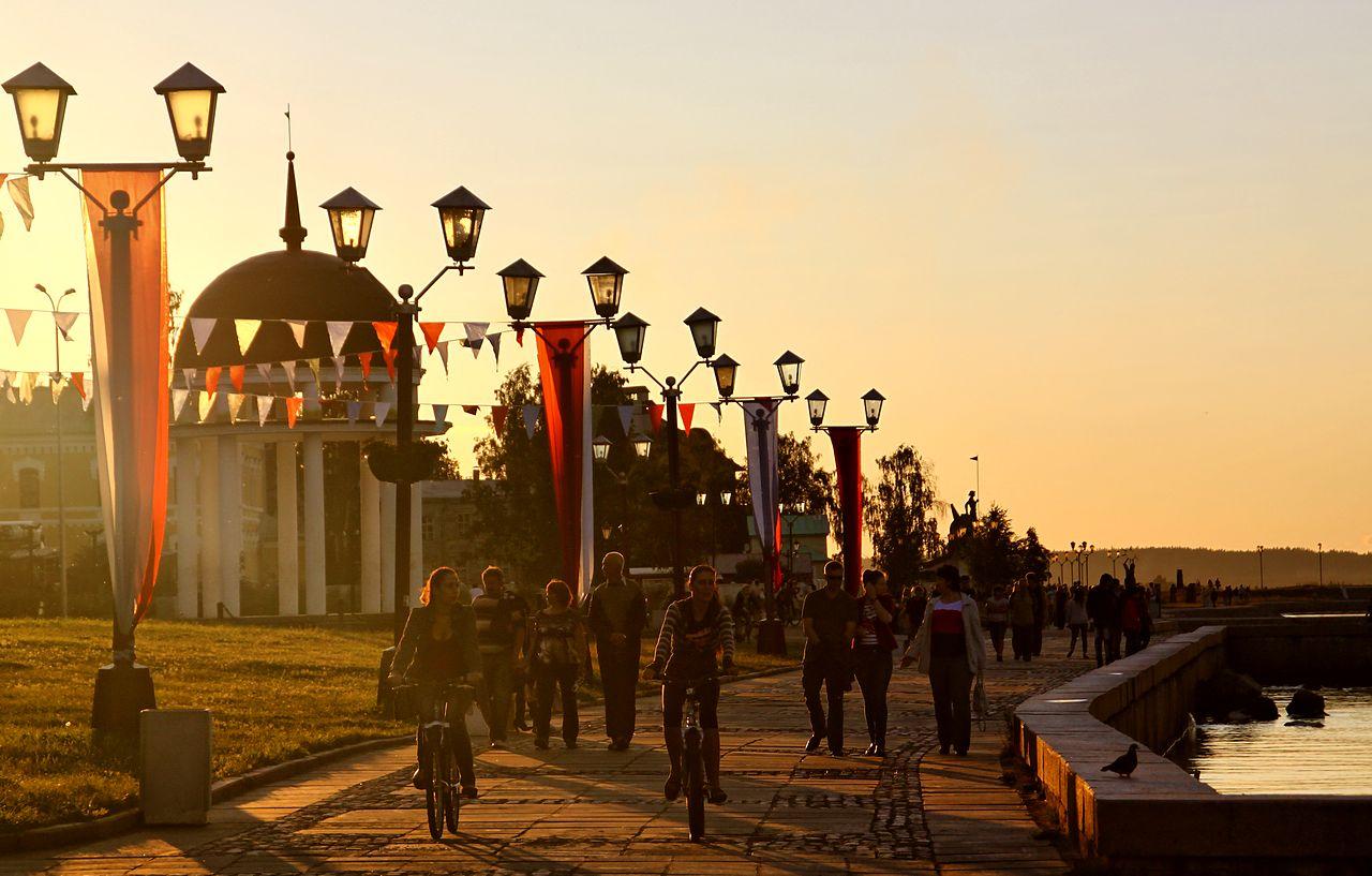 Праздничная Онежская набережная, Петрозаводск