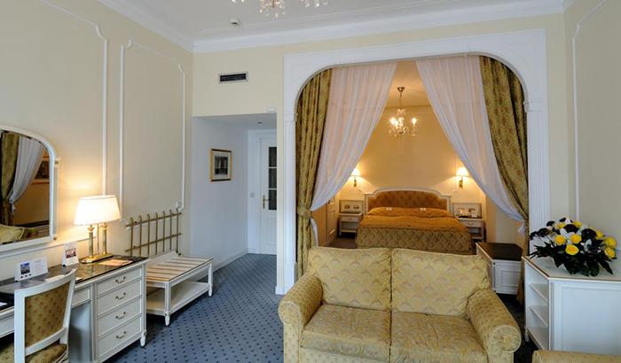 5 симпатичных и недорогих отелей в Праге Ambassador Zlata Husa 3.jpg