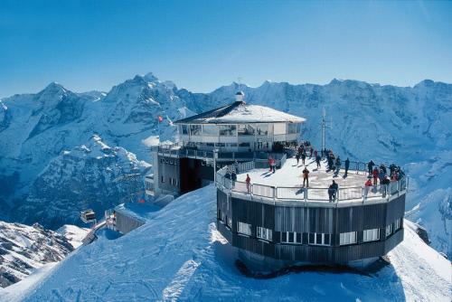 Вращающийся ресторан на вершине горы Пиц Глория (2970 м), Юнгфрау.jpeg