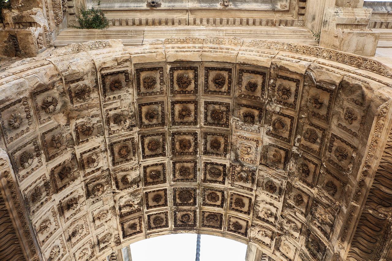 Ворота Адриана, свод арки