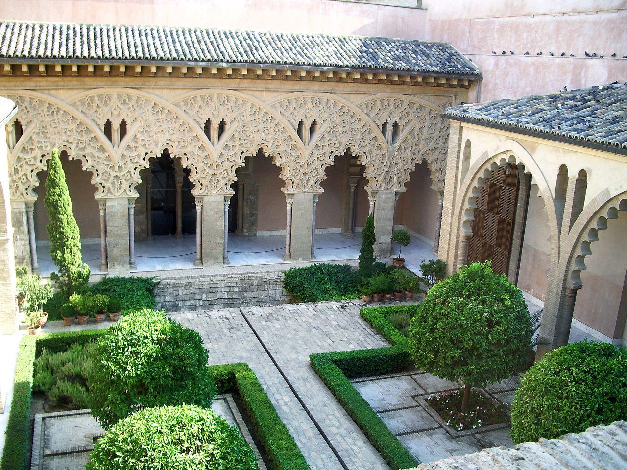 Альхаферия, дворик Санта-Исабель после реставрации