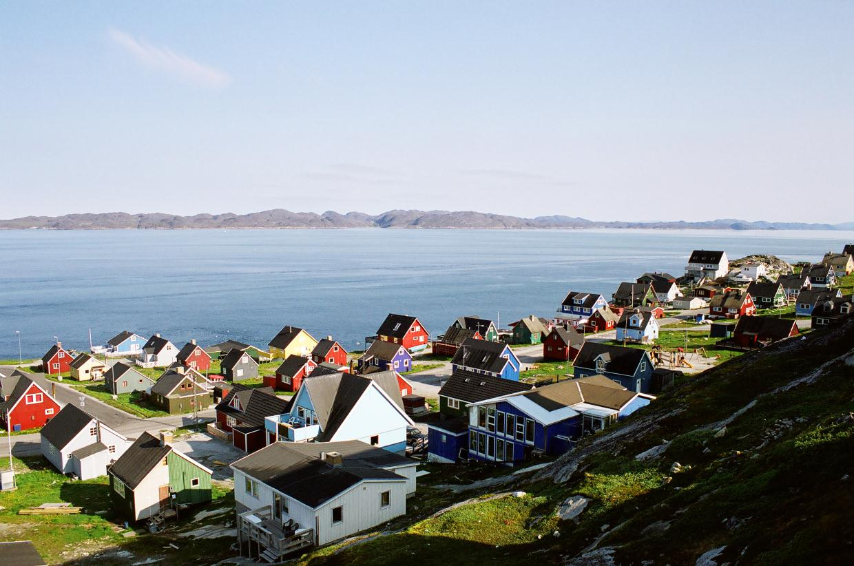 greenland Southern greenland nicknamed sineriak bananeqarfik (banana coast) by the locals, this is the most easily accessed part of greenland and the one subject to the least extreme temperatures.