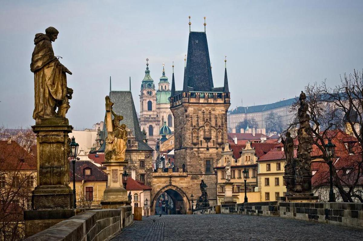 Малостранская мостовая башня Карлова моста в Праге