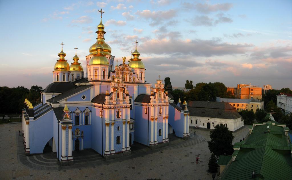 Михайловский Златоверхий собор на закате