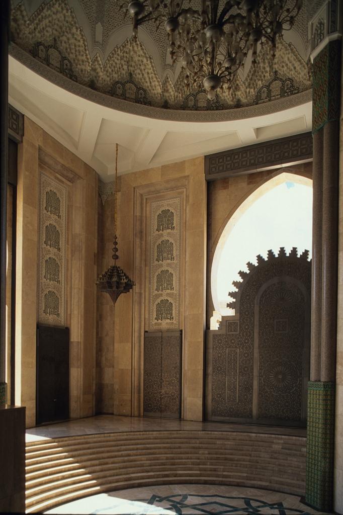 Внутренний вид мечети Хасана II, Касабланка.jpg