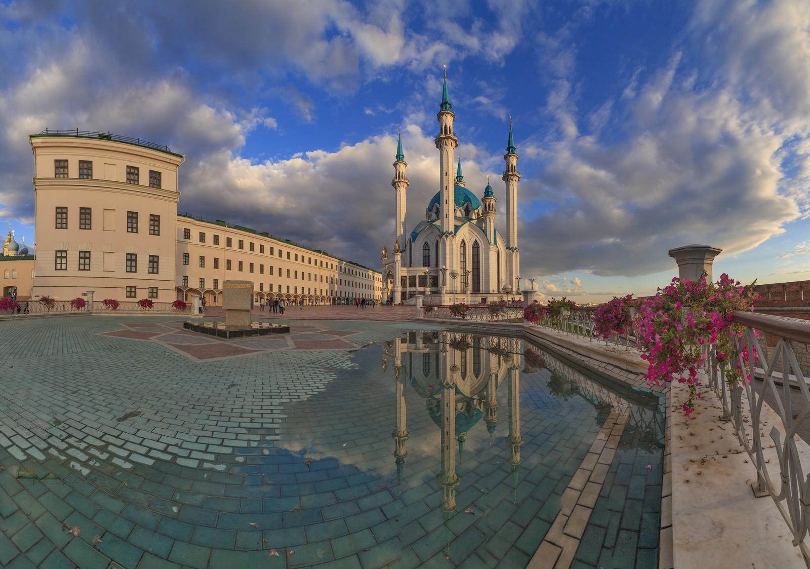 Мечеть Кул-Шариф и бывшее юнкерское училище