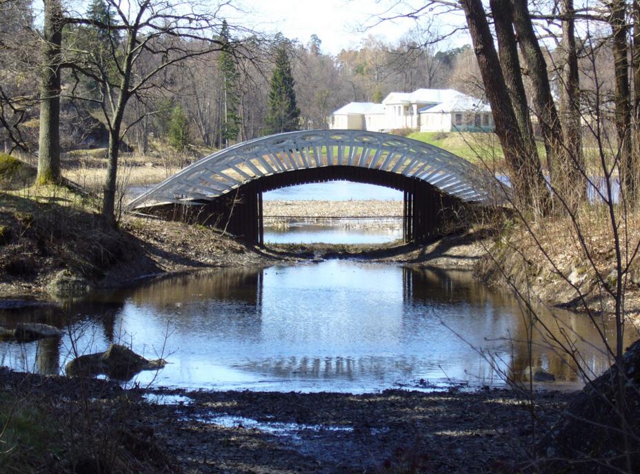 Мост в парке Монрепо