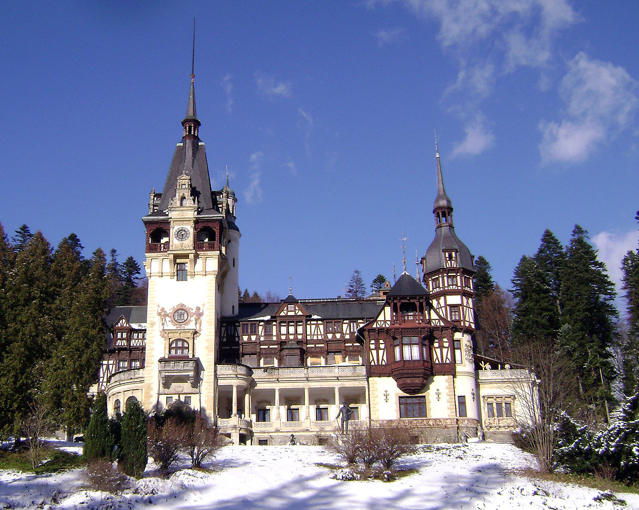Замок Пелеш зимой