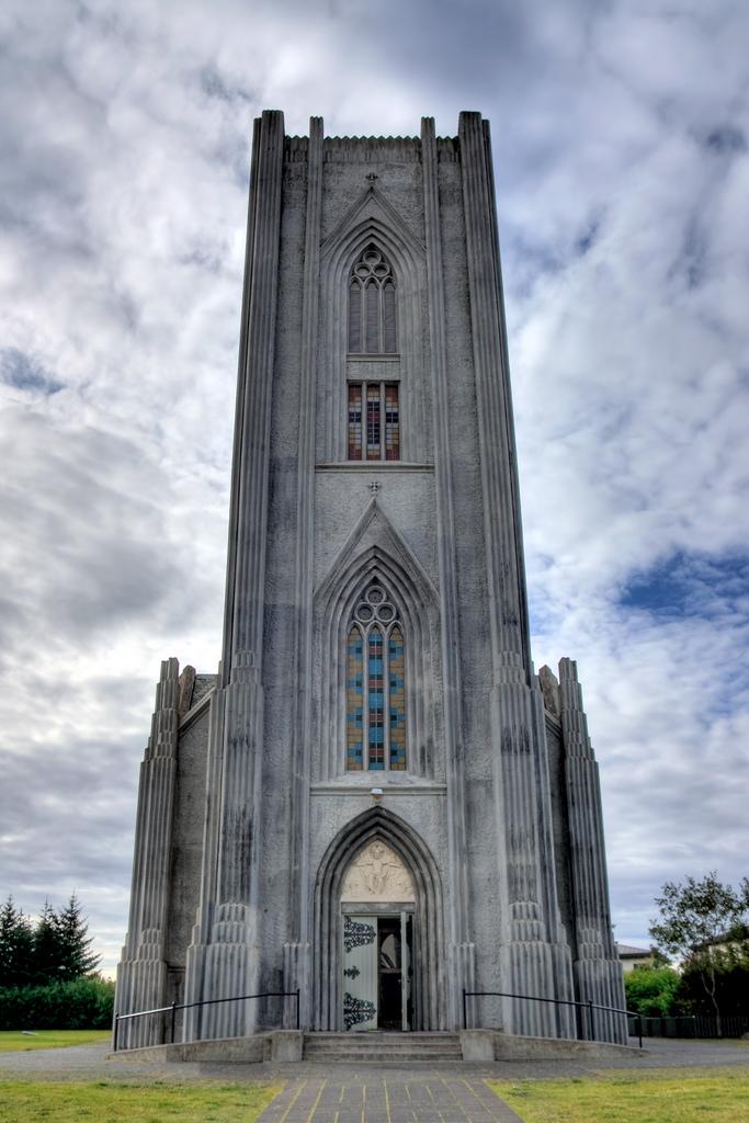 Кафедральный собор Ландакотскиркья, вход
