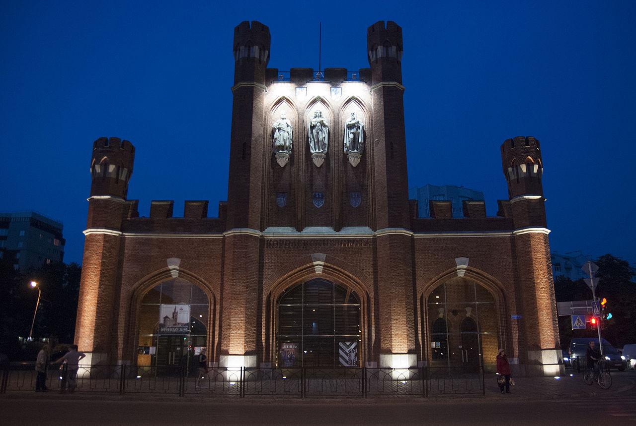 Королевские ворота, вечер
