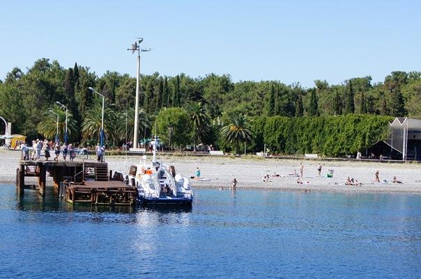 На пляжах Гагры, Абхазия.jpg