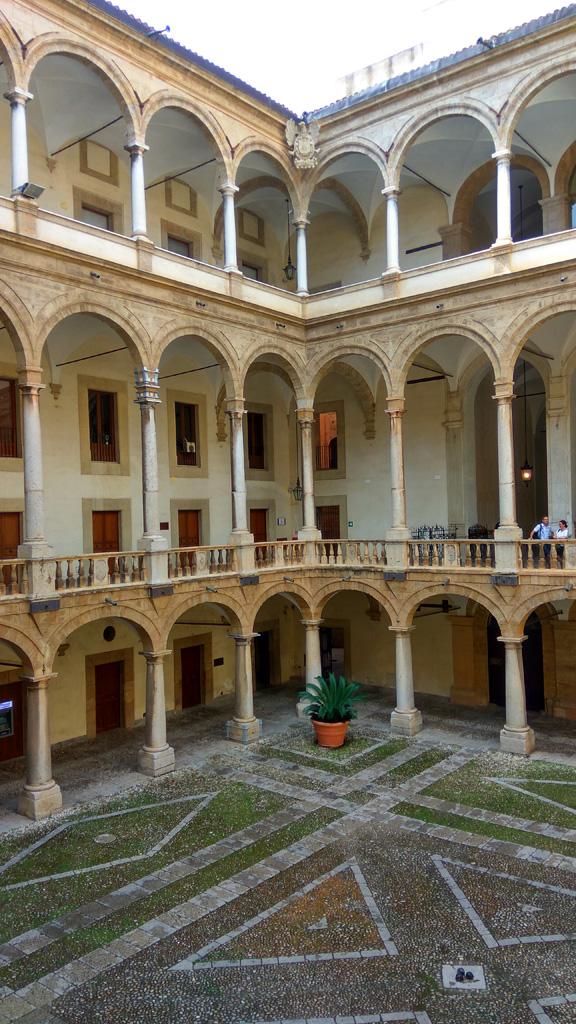 Палаццо Норманни в Палермо