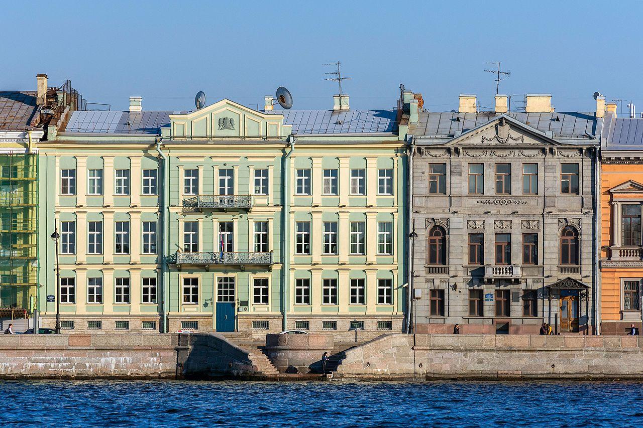Английская набережная, дом Маркевича (слева) и особняк Тенишевых (справа)