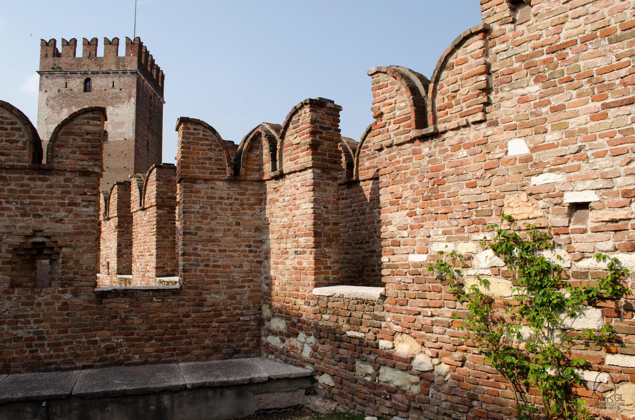 Музей Кастельвеккьо, внешняя стена замка