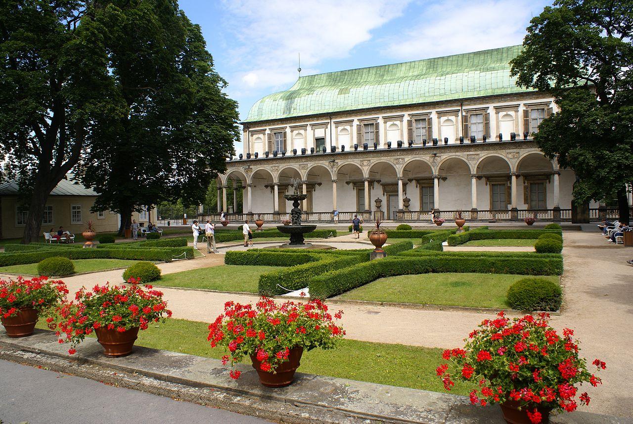Пражский Град, Летний дворец королевы Анны и Королевский сад