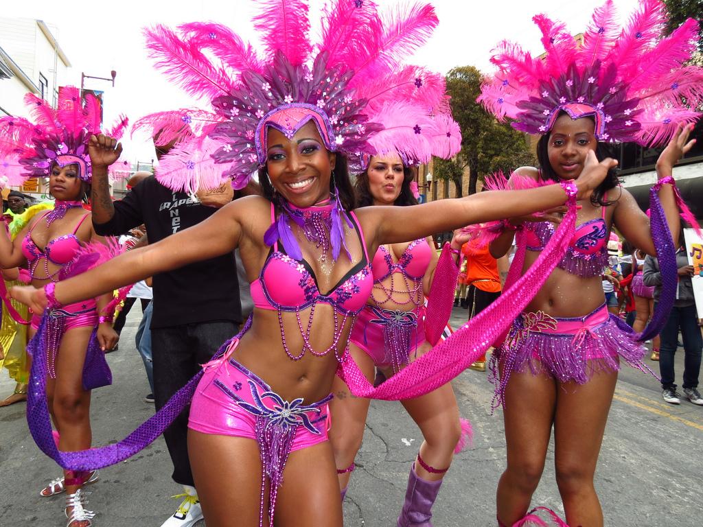 исчезающий фото танцующих бразильянок стараемся